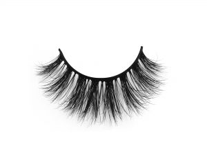 "Wearing fake mink eyelashes can make women have a ""big eyes of doll"""