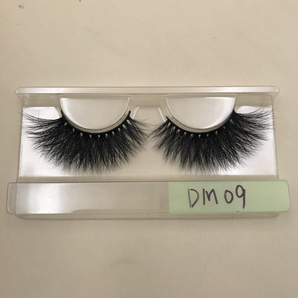 DM09 20mm Mink Lashes
